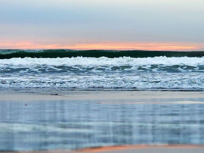 wave cresting