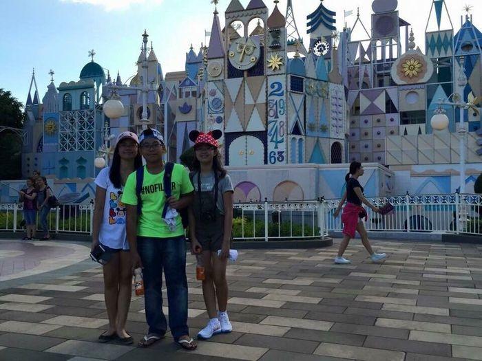 Feel The Journey Bonding Time That's Me Hi! Enjoying Life Disneyland Joyful Siblings ♡ 3 Of Us Cheese! Taking Photos OOTD♥ Cuteness Smile❤ Camera Phone Asdfghjkl Iphoneonly MeinAutomoment The Best ❤ Hi EyeEm  Hihi♡ Family❤