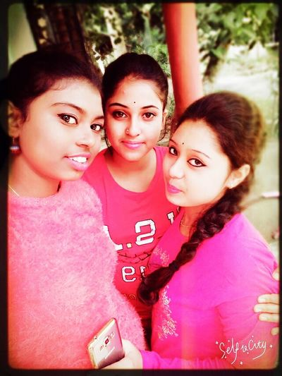 Me and my sweet best friends... Females Togetherness Girls Adult Friendship Looking At Camera Portrait Group Of People Young Adult Happiness Smiling Selfie Day Bonding Outdoors