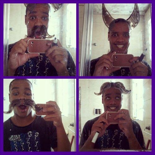 Dai a pessoa vai escovar os dentes e de repente surge a idéia de desenhar no espelho ¬¬! EuLokoPraVcs Boatarde