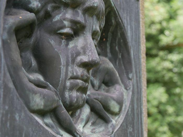 Bronze Bronze Sculpture Face Bronze Faces Bronze Statue Close-up Selective Focus Old Tears Gravestone