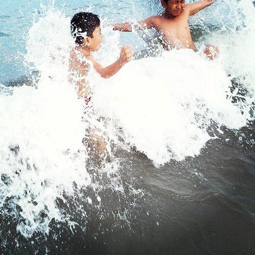 Bermain Ombak di Pantai Jakat Bengkulu . Exspression Happy Wave . Beach Boy