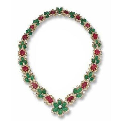 Merry Christmas ! @van_cleefandarples Necklace Diamond Ruby Emerald Eve Jewelryphotography Jewelry Hautejoaillerie Amazing Tagsforlikes Instagramers Turkishfollowers Instahappy