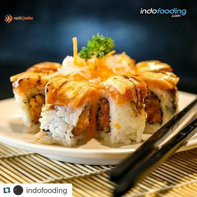 Repost @indofooding with @repostapp ・・・ @SushiJoobu Aburi Salmon Roll - heavenly delicious. The salmon melts in your mouth. Yum yum <3 Sushi Joobu outlets are in: SUSHI JOOBU KELAPA GADING Jl. Kelapa Gading Boulevard Blok WD2 no. 19 Phone: (+62.21) 450 8551 SUSHI JOOBU PURI INDAH Jl. Pesanggrahan no. 10G Kembangan, Puri Indah Phone: (+62.21) 581 9091 Indofooding Food Seafood Sushi Japanese  Sushijoobu Jakarta INDONESIA Restaurant Izakaya Sashimi  Salmon Sake Foodporn Foodie Nomnom Foodiegram Foodielife Foodgasm