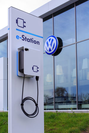 Electric Charging station in front of a Volkswagen building DieselGate Electric Drive Elektromobilität Ladestation Stromtankstelle VW Automotive Charger Charging Electric Car Charging Station Chargingstation E-mobile E-mobility E-station Energiewende Ladestation Volkswagen