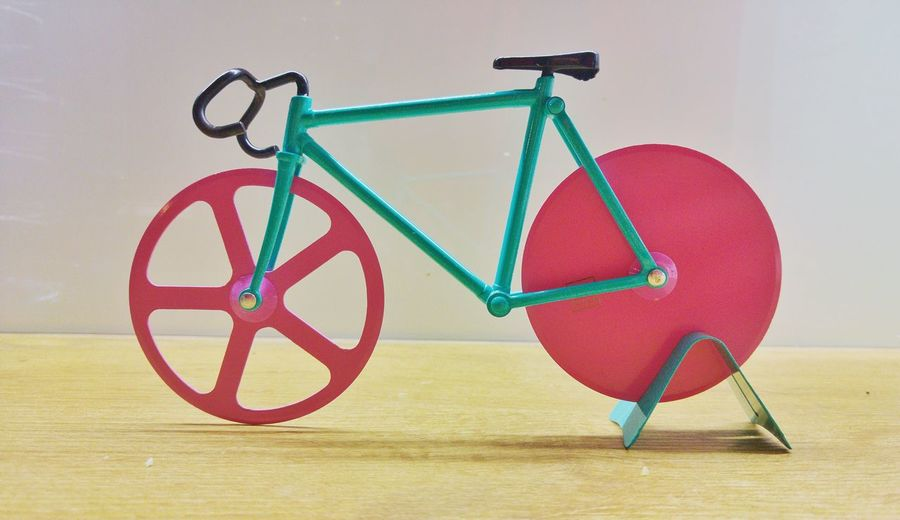 Cyclist Pizza Cutter Cutter Pizza Cutter Cycling Bicycle Communication Close-up Bicycle Rack