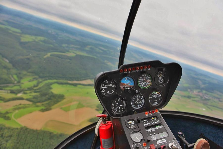 Flying High Sky Helicopter Robinson R 44