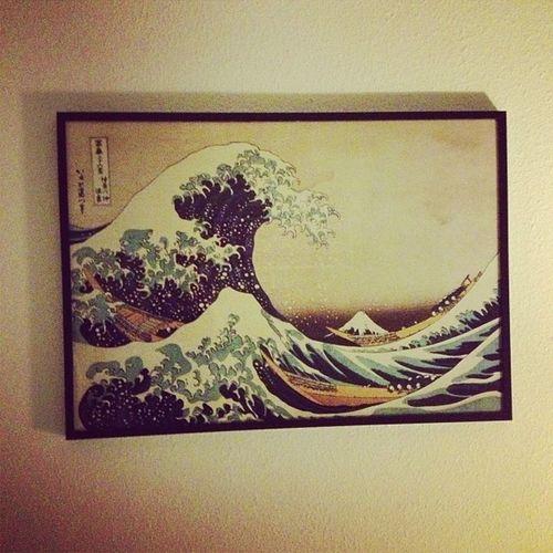 auch wenn man das bild andauernd irgendwo sieht. ich mag es zu sehr und musste es jetzt mal als kunstkopie kaufen. #hiroshige #greatwave #kanawaga Hiroshige Kanawaga Greatwave