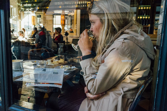 Paris, 2016 Brasserie Cafe City Drinking First Eyeem Photo Francia Girl Ile Saint Louis Paris Paris, France  People Reflection Reflections Window Woman
