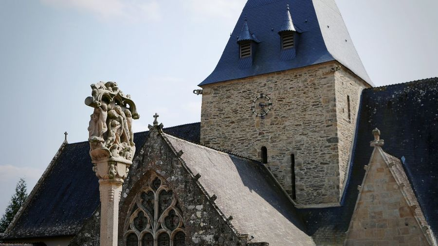 Church Church Architecture Religion Religious Architecture Religious Art Christian Cross Cross Sculpture Statue Old Town History Ancient Bretagne Breizh City Statue Sculpture Place Of Worship Clock Face History Clock Tower Sky Architecture Building Exterior Spirituality Jesus Christ Crucifix Bell Tower Catholicism Bell Tower - Tower