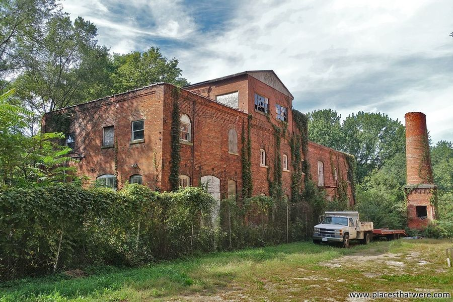 The old Gebhard Brewery in Morris, Il. More here: http://www.placesthatwere.com/2016/11/into-rust-belt-legendary-ruins-of.html Gebhard Morris Morris Illinois Gebhard Brewery Illinois Building Exterior Brewery Sky Built Structure Architecture Abandoned Abandoned Places Abandoned BuildingsAbandoned Illinois Urban Exploration Ruins No People Industrial Decay Historic Sites Abandoned & Derelict Abandoned Building Abandoned America Urbex