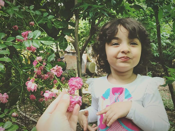 EyeEm Selects Flower Girls Childhood Growth Outdoors Day Real People One Person Plant Happiness Smiling Nature Tree Beauty In Nature Freshness Close-up Human Hand People Garden Rose - Flower Pink Color Turkeyphotooftheday Green Color Nature_collection