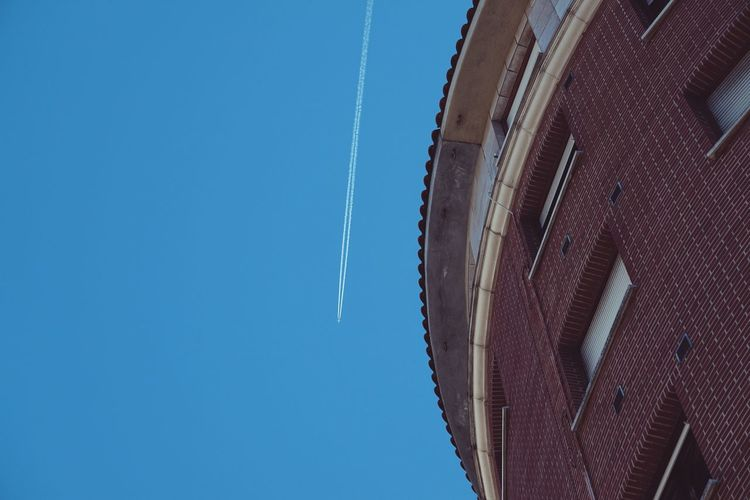 aeroplane flying in the blue sky Plane Aeroplane Sky Blue Nature Built Structure Building Exterior Streetphotography Street Transportation Bilbao SPAIN Minimalism House Window Low Angle View