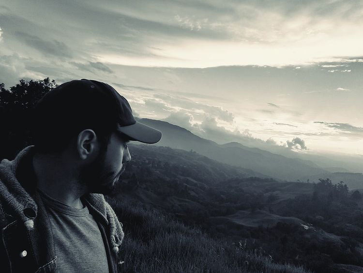 One Person One Man Only Adults Only Mountain Only Men 3XSPUnity Cloud - Sky Tree Sky Landscape Beard Adult People Outdoors Day Afternoon Loneliness Nature Photography Isolation Hermit Desolation Cowboy