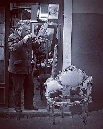 Vintage investigator! Lifeinshots Genova Genovatales Vintage Hunter Investigator Old Stuff Good Streetphotography Bw Blackandwhite Blackandwhitephotography Followme Followback Follow Likeforlike Like4like