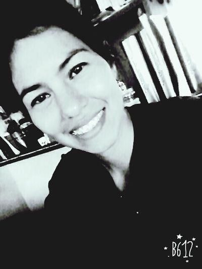 Sonríe q la vida es mejor así :)