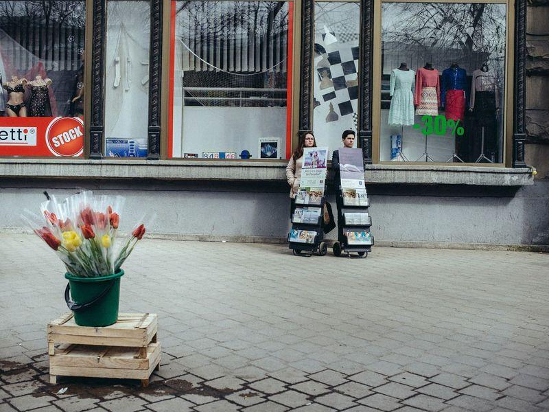 Witness of Jehova on Chisinau streets. Republic of Moldova. Streetphotography Moldova Flowers Chişinău Here Belongs To Me