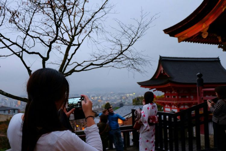 Photo of a photo Candid Candid Photography Hanging Out Japanese Temple Temple Kyoto,japan Kyoto Temples Cloudy Skies Cloudy Grey Sky KiyomizuTemple