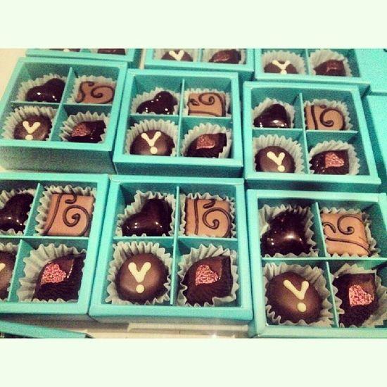 @amybk1003 Mint &white Chocolate HappyValentine ZZ 포장후 mustgotobed