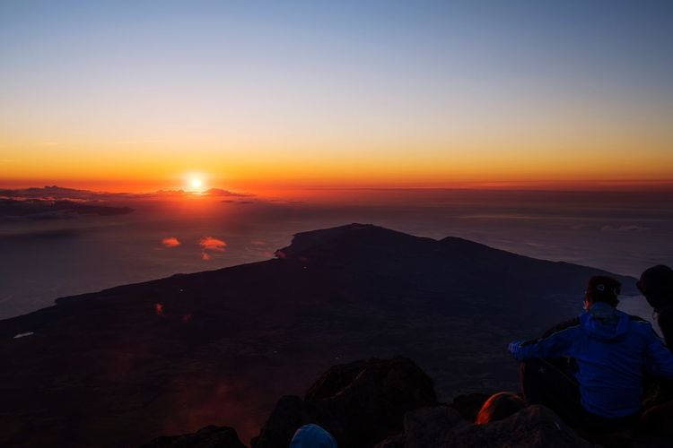 Beautiful Sunrise from the top of the Pico Mountain at the Azores 🏔 Mountain Hiking Landscape_Collection Landscape_photography Nature Panorama Landscape Sunrise Sunrise_sunsets_aroundworld Sky Sunset Water Orange Color Scenics - Nature Beauty In Nature Sea Nature Real People Lifestyles Leisure Activity Sitting Tranquil Scene Tranquility Beach Horizon Over Water Land Sun Men Idyllic