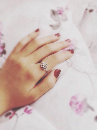 第一枚戒指。已陪伴我五年,经历了高考,经历了大学