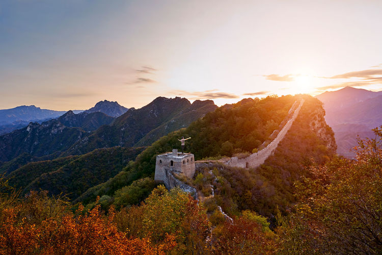 Man standing at great wall of china against sky