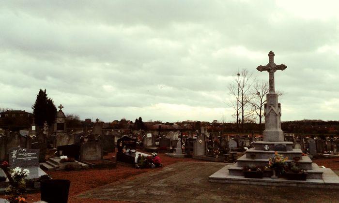 La mort est inconnue par les vivants.