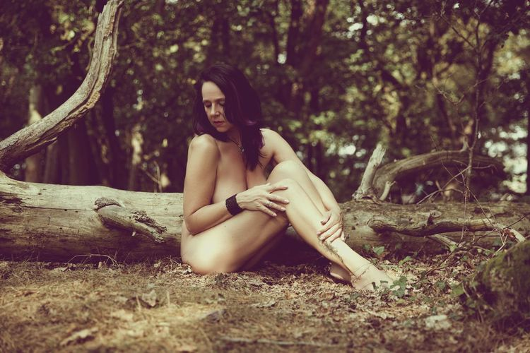 Akt Shooting Sitting Nature Outdoors Beauty PortraitPhotography Portrait The Portraitist - 2016 EyeEm Awards Woman Portrait Myself Sensual_woman Women Of EyeEm Women Portraits Womanportrait Beauty In Nature Nudeartphotography Shooting Shooting Photos