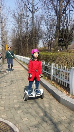 Incredible ! Segway on rental at the park Yeouido Seoul_streetphotography Kr_streetphotography Streetphotography Seoul Southkorea Seoulspring2017