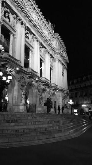 Architecture Illuminated Monument Night Photography Real People Street Lights Streetphotography The Architect - 2017 EyeEm Awards The Street Photographer - 2017 EyeEm Awards Ópera De Paris