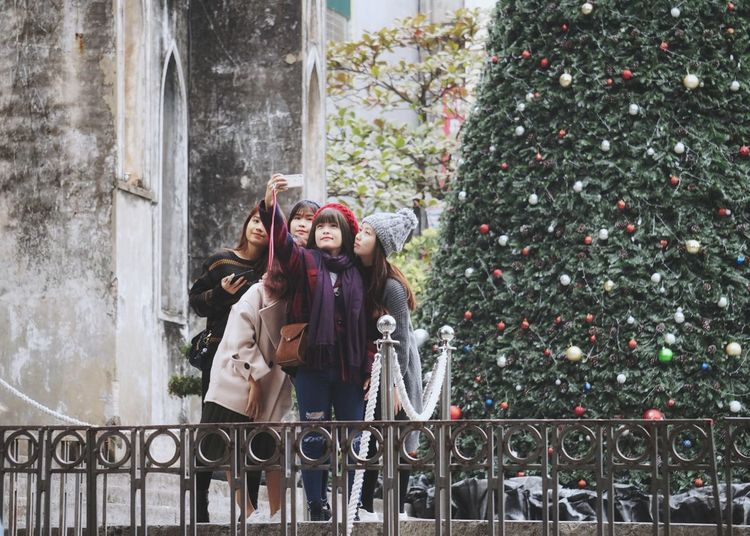 Noel Tree City Life Cheerful Colour Of Life Streetphotography Selfie Portrait Marrychristmas