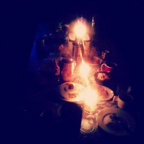 Вчера вечером, во время грозы, отключился свет. СемейныйУжин УжинПриСвечах романтика :)