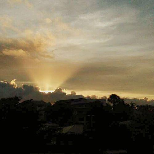 43 Golden Moments Hello World sunrise like a flashlight