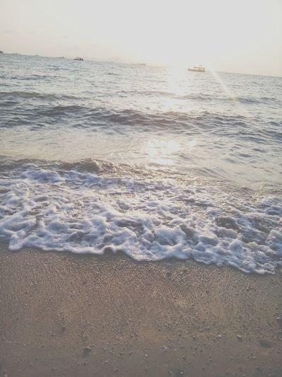 ไม่มีอะไร คงอยู่กับที่ ตลอดไป.... Relaxing Taking Photos Enjoying Life Beach Pattaya Thailand Photography Ppppppaploy