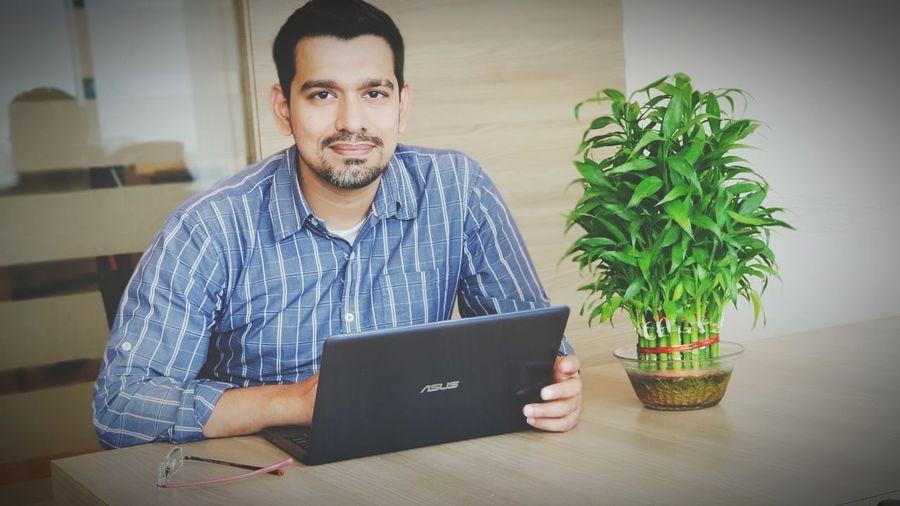 Using Laptop Technology Wireless Technology Working Internet Computer Men Laptop Beard Communication