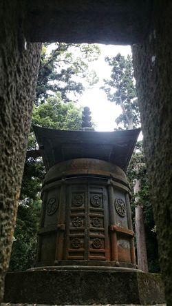 久能山東照宮 徳川家康のお墓。Tokugawa Ieyasu Grave. Old Structures Nature Light And Shadow Travel Photography at Shizuoka-shi, Japan.