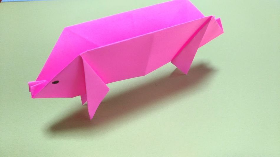 折り紙で豚を作ってみた。 Paper Art Papercraft Paper Origami Craft Origami Art Origami Time Origamicolors Origami Indoors  Japanese Traditional Japanese Culture Paperwork Pink Color Pig Animal Themes Animal