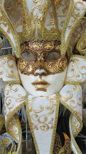 Noch eine venezianische Maske Full Frame Pattern Backgrounds No People Close-up Indoors  Day Venetian Mask Beauty Carneval Mask Carnevaleveneziano Nobody Carnival Crowds And Details