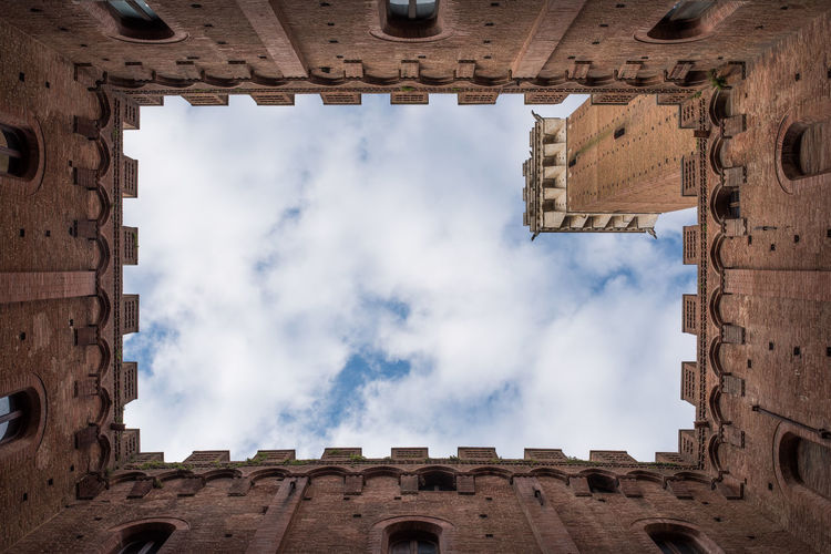 Different point of view of piazza del campo Architecture Architecture_collection Building Church Italia Italy Old Buildings Point Of View Siena Tower Tuscany