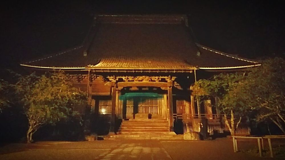Walking Around Taking Photos Mobilephotography Warking Around Oldbuilding Japanese Temple JapaneseStyle Templephotography Kamakura Japan Nightphotography Night View Mysterious Histricalsite