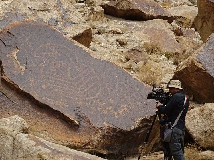 The giant mask from ancient times Discovery Inscribed Ladakh Mascoid Mysterious Offbeat Pecked In Prehistoric Prehistoric Art Rock Rock Art Serendipity Stories Symbol Traveling