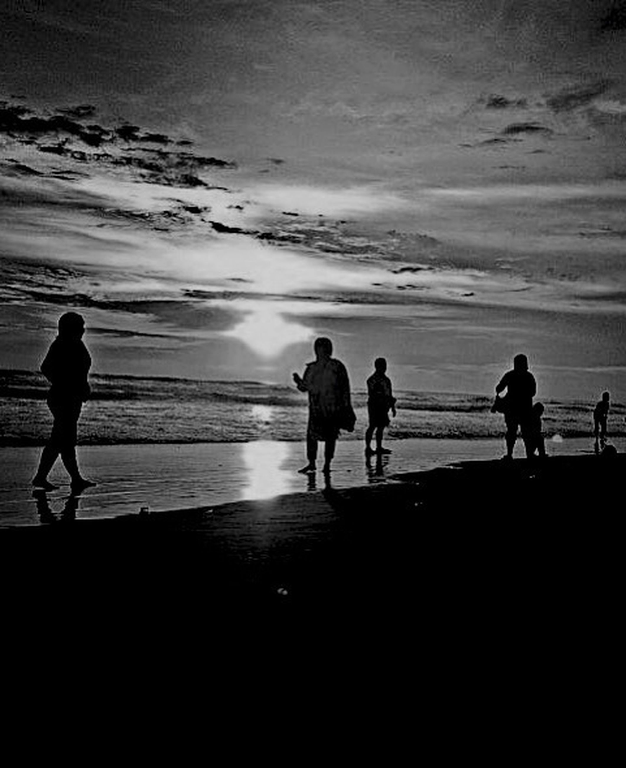 silhouette, sea, beach, water, men, togetherness, lifestyles, full length, horizon over water, walking, shore, leisure activity, sky, sunset, standing, person, bonding, vacations
