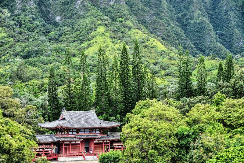 Byodo-in temple against mountain
