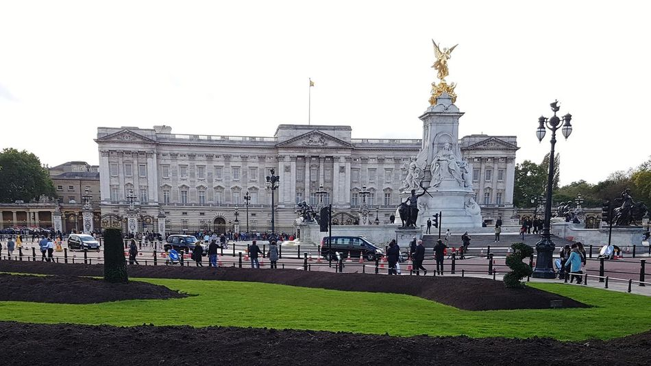 First time I've been Buckingham Palace LONDON❤ travel destinations Architecture Large Group Of People Statue Outdoors Grass Day Cityscape Sky King - Royal Person People