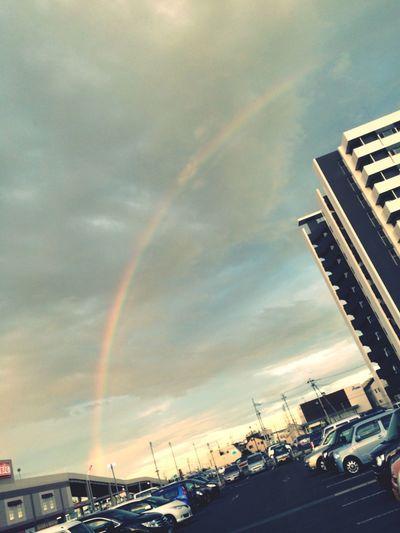 Rainbow Weather Look Up Hamming 虹が見えました。虹の始まりは海だと聞いたことがあります。まだ虹の始まりに行き着いたことはありません。 だんだん濃くなって行く虹は、さながら色付く紅葉の様。