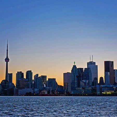 Toronto Tdot  The6 The6ix 416 To  Skyline City Cntower Financialdistrict  TD Bmo ScotiaBank Cibc RBC KPMG KingStreet Baystreet after Sunset Dusk Blue Photooftheday Fj5photography
