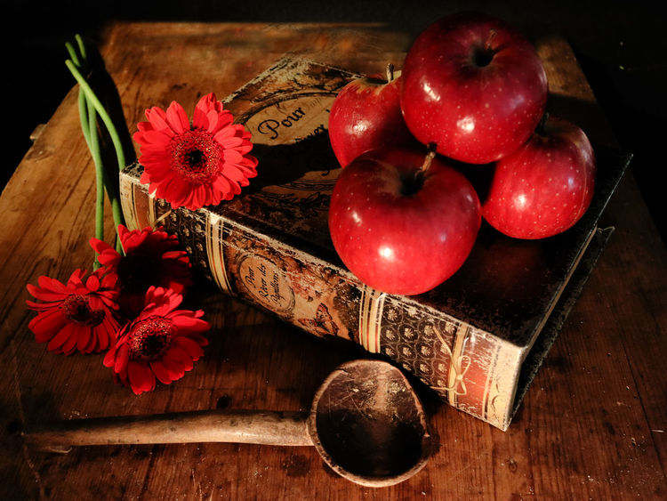 Apple Red Blossom Classi Still Life Dark Background Flower Fruit Gergera Still Life Vinbtage Fork