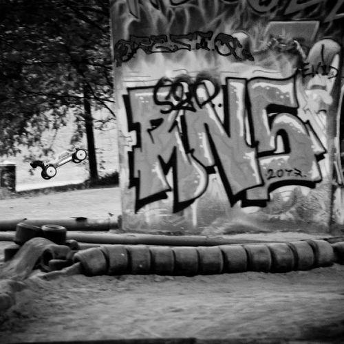 Graffiti Communication Bn Monochrome Blackandwhite Black Noir Et Blanc Buggy RC Voiture Rc Automobile Auto Car Voiture Bruxelles Belgique Belgium Brussels Noir Jump