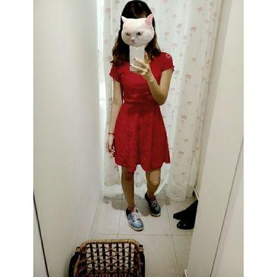 Hôm nay con mèo mặc váy đỏ ?? Reddress Galaxysneakers CATWANG Linecam ootd todayiwear