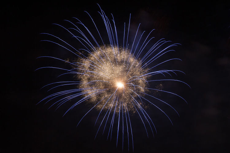 firework show City At Night Entertainment Firework Firework - Man Made Object Firework Display Fireworks Fireworks In The Sky Fireworksphotography Long Exposure Multi Colored